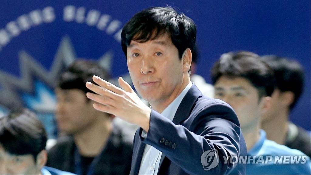 신영철 우리카드 위비 배구감독