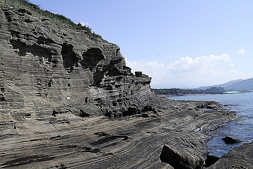 Yongmeori Coast (dragon head coast) on the southwestern coast of Jeju Island is shown in this photo taken on Sept. 23, 2016. (Yonhap)
