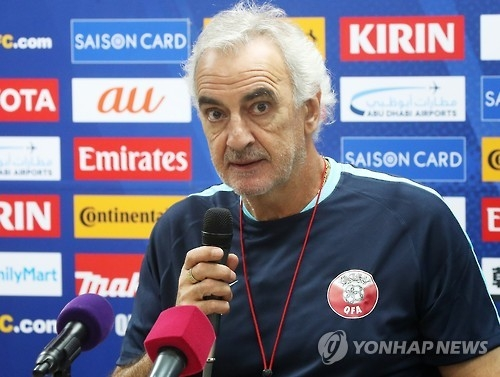 Qatar football head coach Jorge Fossati speaks during a press conference at Suwon World Cup Stadium in Suwon, south of Seoul, on Oct. 5, 2016, one day ahead of their 2018 World Cup qualifier against South Korea. (Yonhap)