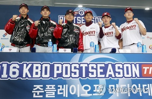 Contestants of the first-round playoff series in the Korea Baseball Organization pose for pictures at a press conference at Gocheok Sky Dome in Seoul on Oct. 12, 2016. From left: LG Twins' outfielder Kim Yong-eui, pitcher Lim Jung-woo and manager Yang Sang-moon; Nexen Heroes' manager Yeom Kyung-yup, infielder Seo Geon-chang and pitcher Kim Se-hyun. (Yonhap)