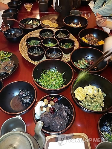The photo taken on Jan. 7, 2016 shows samples of Korean temple food. (Yonhap)