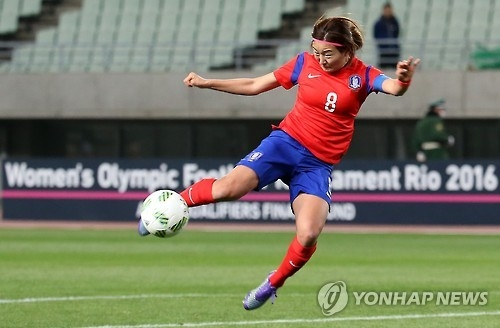 In this file photo taken on Feb. 29, 2016, South Korean midfielder Cho So-hyun takes a shot during the Rio de Janeiro Olympics Asian qualifying match against North Korea at Yanmar Stadium Nagai in Osaka, Japan. (Yonhap)