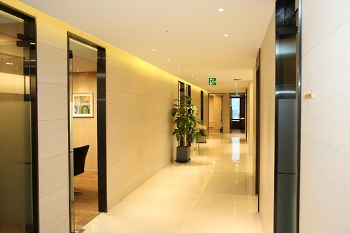 A hallway in Samsung Securities Co.'s finance center in this photo provided by the company (Yonhap)