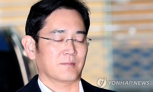 Lee Jae-yong, vice chairman of Samsung Electronics Co., arrives at the special prosecutor's office in southern Seoul on Feb. 26, 2017, to undergo an interrogation. Lee was arrested on Feb. 16 for alleged bribery related to the merger of two of Samsung's affiliates involving impeached President Park Geun-hye. (Yonhap)