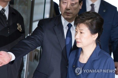 Liberal parties urge Park's arrest as conservatives demand leniency