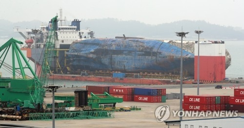(LEAD) More transporter vehicles to be deployed to move Sewol ferry on land - 1