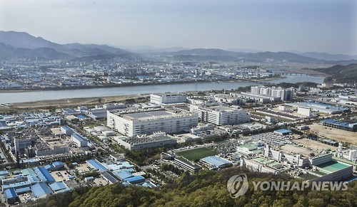 This file photo shows Gumi National Industrial Complex, southeast of Seoul. The complex mostly houses SMEs that supply to conglomerates. (Yonhap)