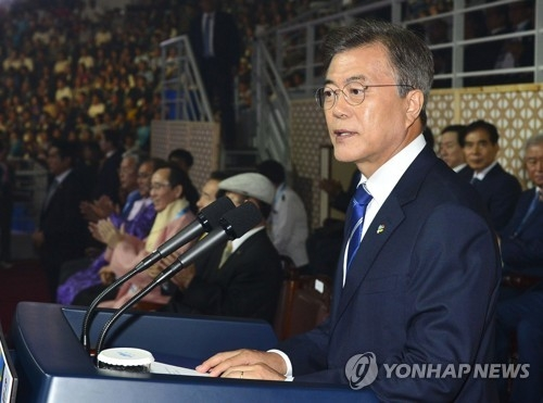 South Korean President Moon Jae-in gives a congratulatory speech during the opening ceremony of the World Taekwondo Federation (WTF) World Taekwondo Championships at T1 Arena in Taekwondowon in Muju, North Jeolla Province, on June 24, 2017. (Yonhap)