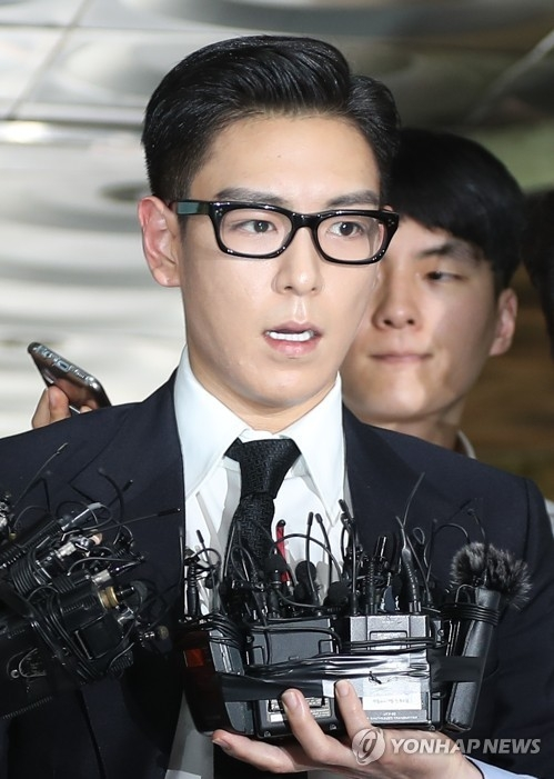 Choi Seung-hyun, aka T.O.P of popular South Korean boy band BIGBANG, speaks to reporters as he walks into the courthouse for a trial on his illegal drug use in Seoul, on July 20, 2017. He was given a 10-month jail term with a two-year suspension. (Yonhap)