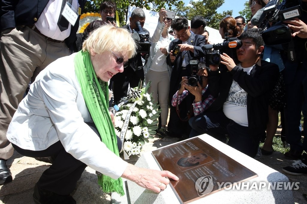 "This file photo shows Edeltraut Brahmstaedt, wife of late German journalist Jurgen Hinzpeter whose real-life story ""A Taxi Driver"" is based on. (Yonhap)"