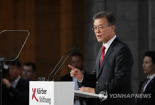South Korean President Moon Jae-in delivers a speech on his peace vision at the Körber Foundation in Berlin on July 6, 2017. (Yonhap)