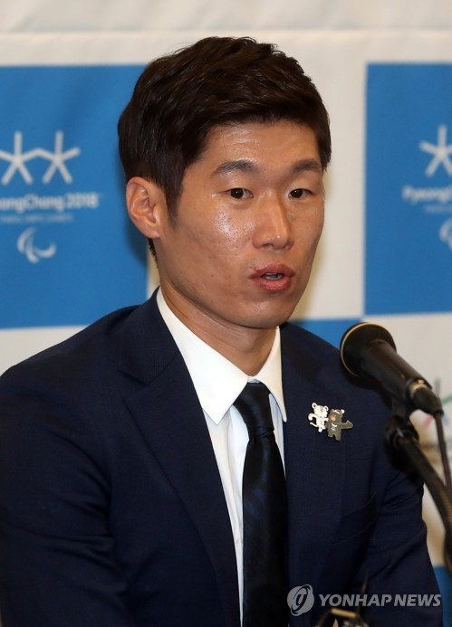 In this file photo taken on Aug. 4, 2017, former South Korean football player Park Ji-sung speaks at a press conference in Seoul after he was appointed as an honorary ambassador for the 2018 PyeongChang Winter Olympics. (Yonhap)