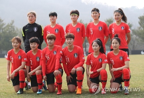 This file photo taken on March 27, 2018, shows South Korea women's national football team players posing at the National Football Center in Paju, Gyeonggi Province. (Yonhap)
