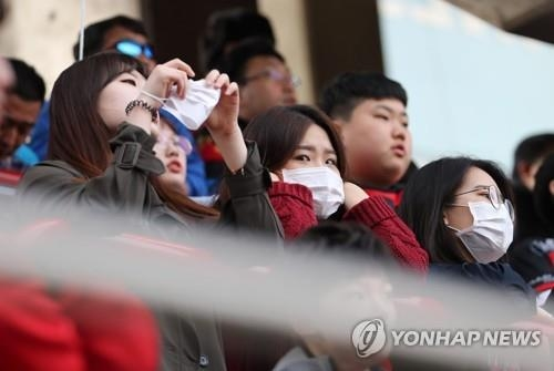 In this photo taken April 15, 2018, South Korean football fans wearing masks watch the K League 1 match between Pohang Steelers and Gyeongnam FC at Steel Yard in Pohang, North Gyeongsang Province. (Yonhap)