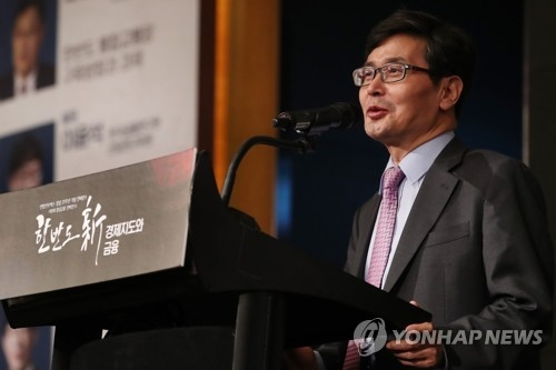 Choi Byoung-gook, chief executive of Yonhap Infomax, speaks during a forum hosted by Yonhap Infomax on May 29. 2018. (Yonhap)