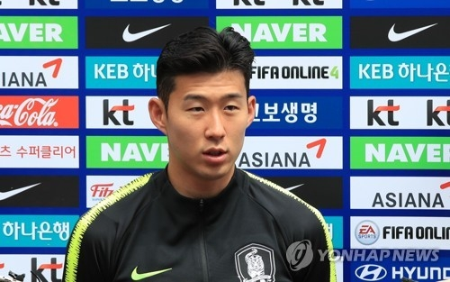 South Korea national football team forward Son Heung-min speaks to reporters before training at Steinbergstadion in Leogang, Austria, on June 6, 2018. (Yonhap)