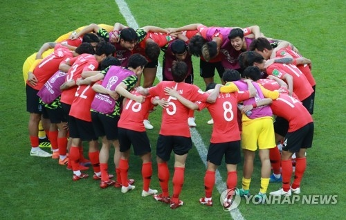 South Korean players celebrate their 2-0 victory over Germany in Group F action at the FIFA World Cup at Kazan Arena in Kazan, Russia, on June 27, 2018. (Yonhap)
