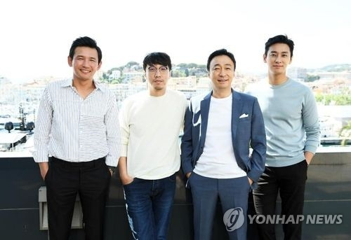 "In this file photo provided by CJ E&M, director Yoon Jong-bin (2nd from L), and cast members of Yoon's latest film ""The Spy Gone North"" pose for photographers during the 71st Cannes Film Festival in Cannes, France, on May 14, 2018. (Yonhap)"