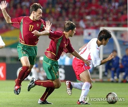 In this file photo, Portugal's Paulo Bento (L) competes in a 2002 FIFA World Cup match against South Korea. (Yonhap)