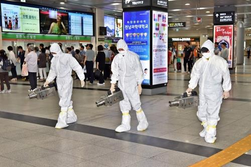 Sanitation workers disinfect Seoul Central Station on Sept. 11, 2018, as part of efforts to stop the spread of Middle East Respiratory Syndrome (MERS). A 61-year-old South Korean man was confirmed a day before to be infected with the MERS virus after traveling to Kuwait via Dubai. (Yonhap)