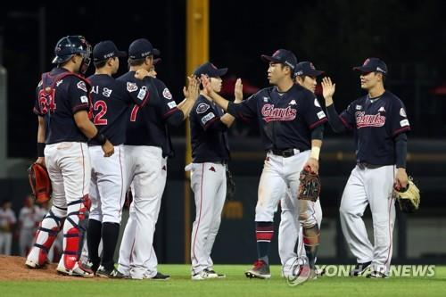 In this file photo from Aug. 9, 2018, players of the Lotte Giants celebrate their 11-4 victory over the Kia Tigers in a Korea Baseball Organization regular season game at Gwangju-Kia Champions Field in Gwangju, 330 kilometers south of Seoul. (Yonhap)