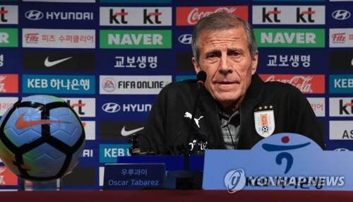 Uruguay national football team head coach Oscar Tabarez speaks at a press conference at Seoul World Cup Stadium in Seoul on Oct. 11, 2018, one day ahead of his team's friendly match against South Korea. (Yonhap)