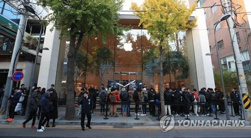 Sales of new iPhones in S. Korea estimated at 170,000 units in first week