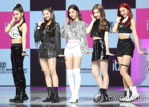 ITZY, a rookie girl band formed by JYP Entertainment, performs during its debut showcase on in Seoul Jan. 12, 2019. (Yonhap)
