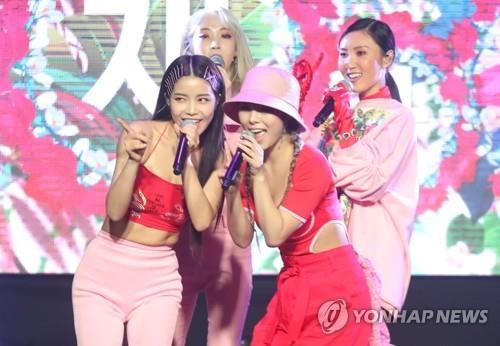"Mamamoo members showcase their new album ""White Wind"" at a media event on March 14, 2019. (Yonhap)"