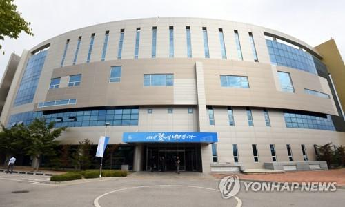 N. Korea's media keep mum on withdrawal of staff from liaison office with Seoul