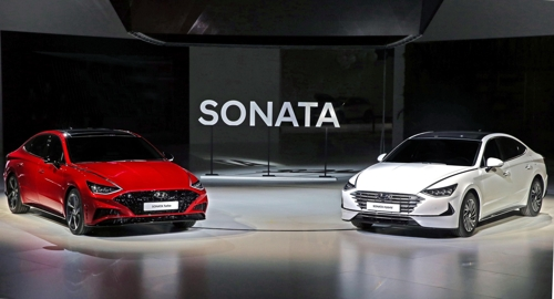 Hyundai unveils Sonata hybrid, turbo model at Seoul Motor Show