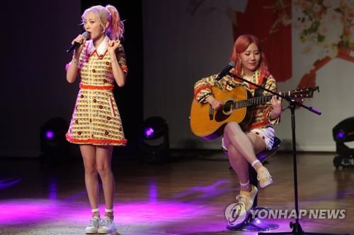 "Female indie duo Bolbbalgan4 showcase their new album ""Youth Diary 1: Flower Energy"" during a media event on April 2, 2019. (Yonhap)"