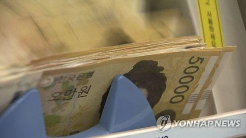 S. Koreans increasingly go cashless: BOK survey - 1