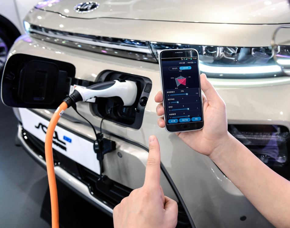This photo provided by Hyundai Motor Group shows an engineer testing smartphone-based EV tune-up technology on Kia Motors' Soul EV model. (Yonhap)