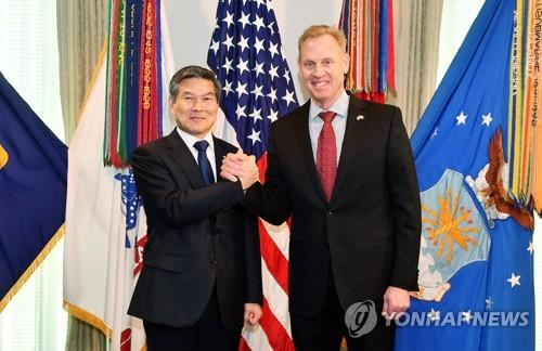 South Korean Defense Minister Jeong Kyeong-doo (L) shakes hands with acting U.S. Secretary of Defense Patrick Shanahan ahead of their talks at the Pentagon on April 1, 2019, to discuss the security situation on the peninsula and pending issues, in this photo provided by Seoul's defense ministry. (Yonhap)