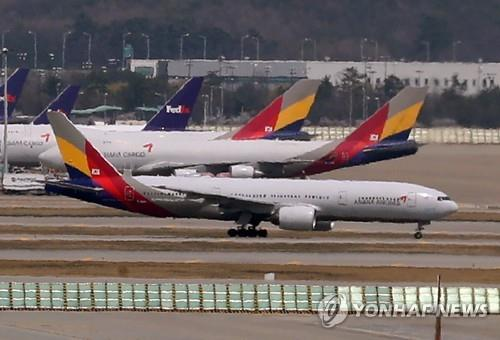 (LEAD) Asiana Airlines Q2 net losses deepen on FX losses - 1
