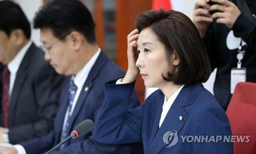 Rep. Na Kyung-won, floor leader of the main opposition Liberty Korea Party, attends a party meeting at the National Assembly, hours before heading to a prosecution office for questioning, on Nov. 13, 2019. (Yonhap)