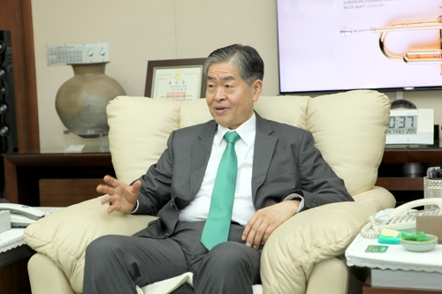 In this photo provided by Daesung Group, former World Energy Council Chair Younghoon David Kim speaks in an interview with Yonhap News Agency at his office in Seoul on Nov. 14, 2019. (PHOTO NOT FOR SALE) (Yonhap)