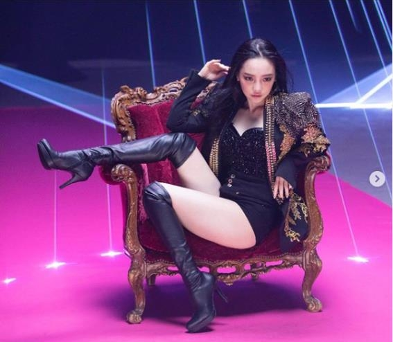 "This image of Goo Ha-ra posing for concept photos for her Japanese single ""Midnight Queen"" comes from her Instagram account. (PHOTO NOT FOR SALE) (Yonhap)"