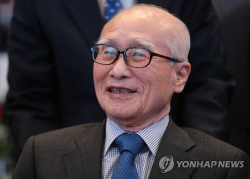 This undated file photo shows Kim Woo-choong, late former chairman of the now-defunct Daewoo Group. (Yonhap)