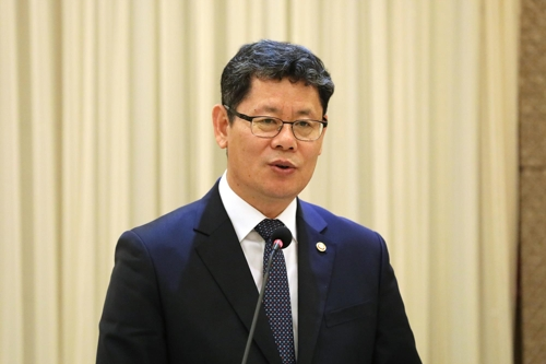 (LEAD) Unification minister calls for interim deal in U.S.-N.K. nuclear talks