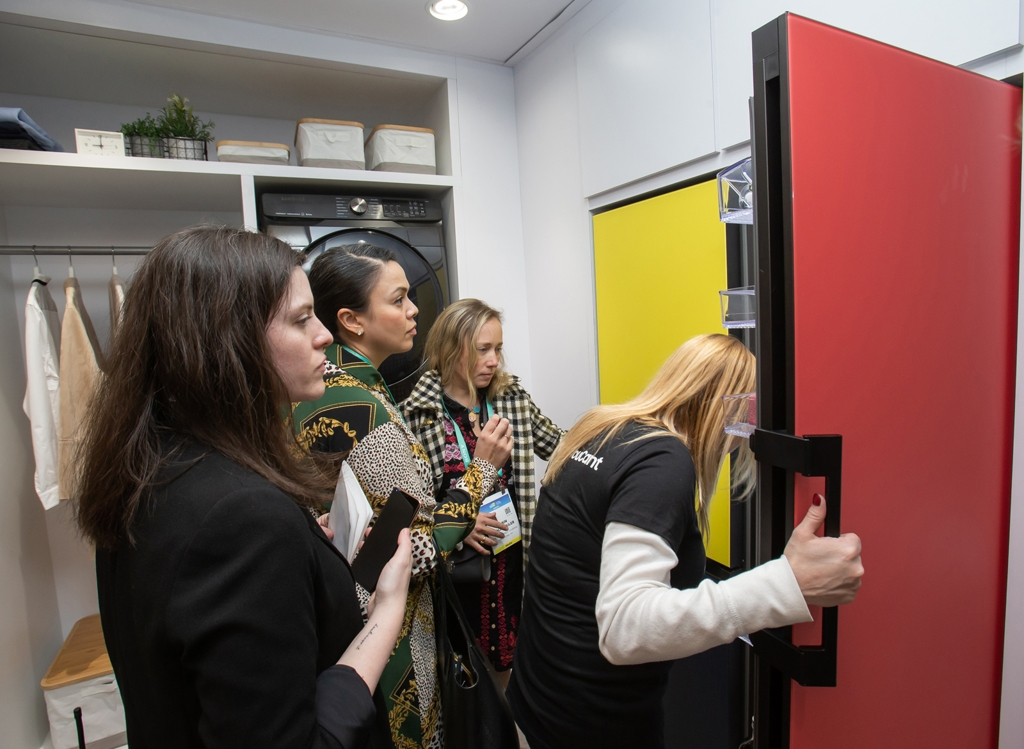 In this photo provided by Samsung Electronics Co. on Jan. 7, 2020, Consumer Electronics Show (CES) attendees check out a BESPOKE refrigerator at Samsung's CES booth at Las Vegas Convention Center in Las Vegas, Nevada. (PHOTO NOT FOR SALE) (Yonhap)