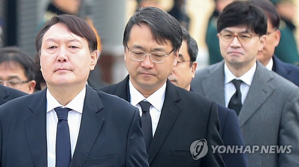 (LEAD) S. Korea replaces senior prosecutors leading probes into high-profile scandals