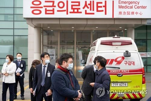 (LEAD) Military doctors, nurses, soldiers to be mobilized for coronavirus quarantine efforts