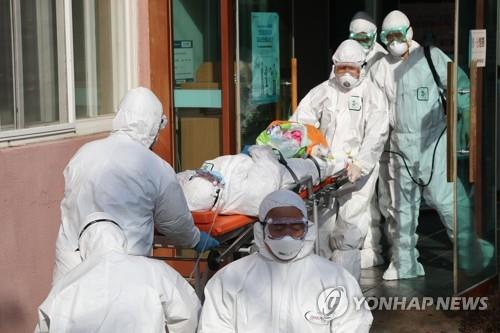 (LEAD) S. Korea reports 142 more cases of novel coronavirus, total rises to 346