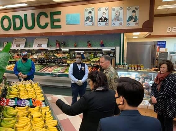U.S. Forces Korea commander Gen. Robert Abrams inspects the commissary of Camp Walker in Daegu, 300 kilometers southeast of Seoul, on March 2, 2020, in this photo captured from a U.S. Army Garrison Daegu Facebook post. (PHOTO NOT FOR SALE)(Yonhap)