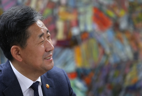 (Yonhap Interview) Culture minister vows utmost help to revive coronavirus-hit arts, tourism
