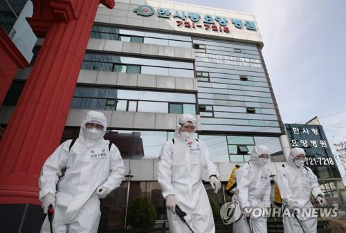 (6th LD) S. Korea wary of cluster, imported infections amid sign of declining new cases