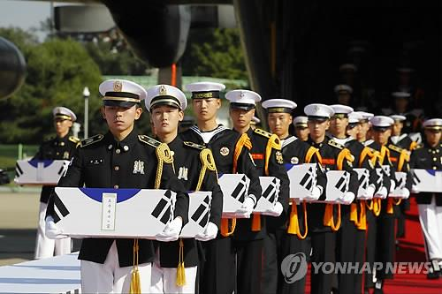 (LEAD) Remains of 147 S. Korean soldiers return home after 70 years
