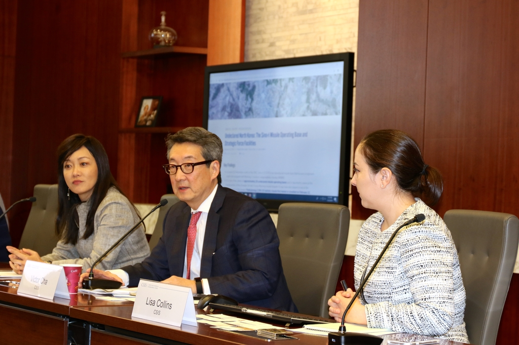 This file photo shows Victor Cha (C), senior adviser and holder of the Korea Chair at the Center for Strategic and International Studies, and Sue Mi Terry (L), senior fellow for Korea at CSIS. (Yonhap)